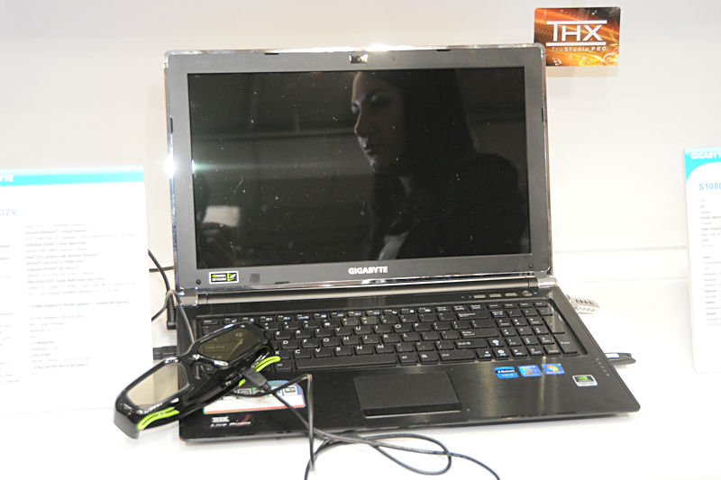 3D Visionに対応した15.6型ノートPC「P2532V」