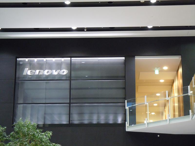 みなとみらいセンタービルに設置されたLenovoの新しい大和研究所の受付