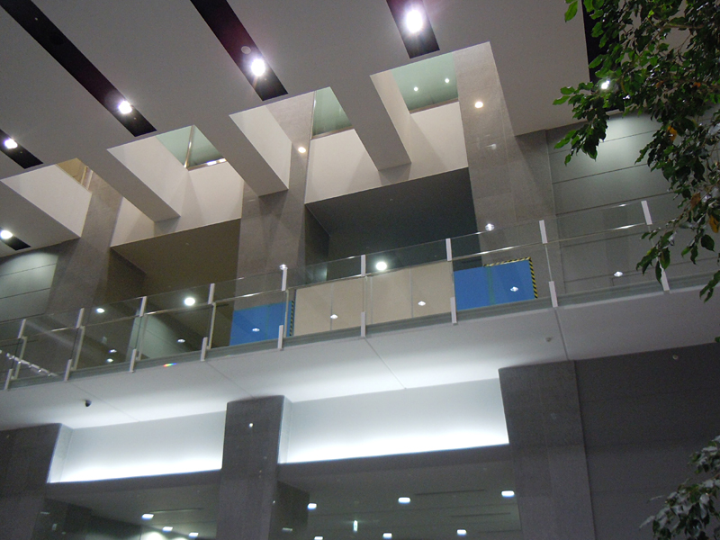 従来は店舗として利用されていたみなとみらいセンタービルの2F部分が大和研究所の新しいラボとして現在引っ越し中