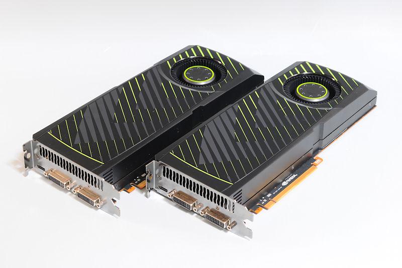 【写真10】GeForce GTX 570のリファレンスボード2枚を組み合わせてSLI環境を構築