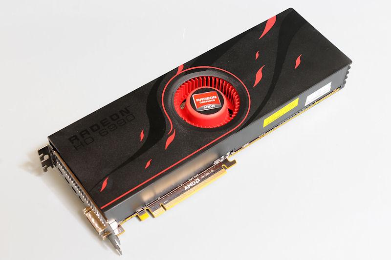【写真11】Radeon HD 6990のリファレンスボード