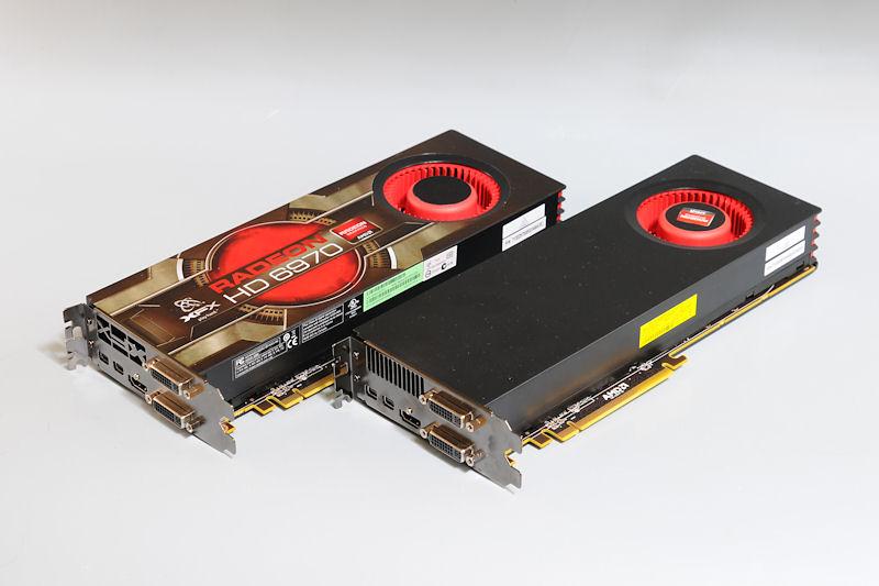 """【写真12】Radeon HD 6970リファレンスボードと、XFXの「<a href=""""http://xfxforce.com/ja/products/graphiccards/HD%206000series/6970.aspx"""">HD-697A-CNFC</a>」を組み合わせてCrossFire環境を構築"""