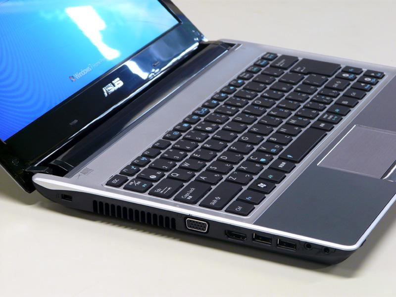 左側面にロックポート、ミニD-Sub15ピン、HDMI、USB 2.0×2、ヘッドフォン出力、マイク入力