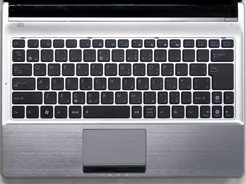 キーボードはアイソレーションタイプ。10キーは無い