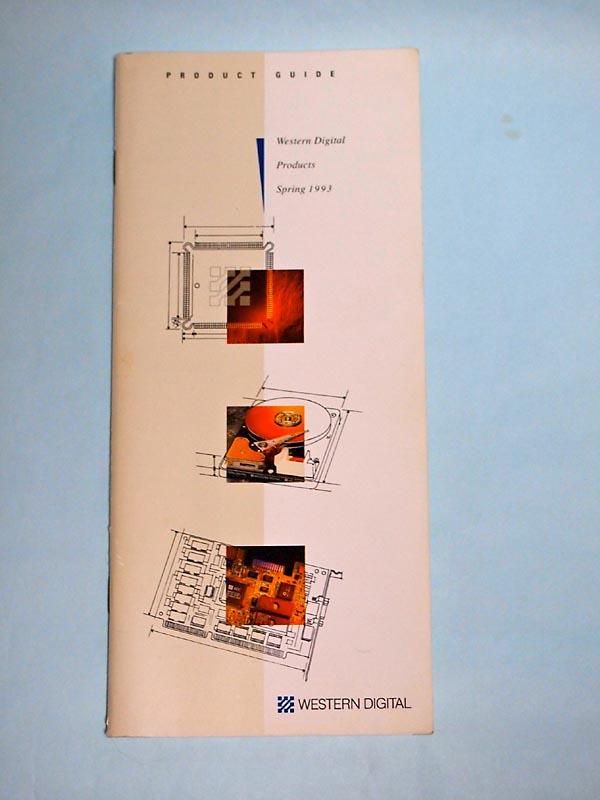 【写真2】1993年春のWestern Digitalプロダクトガイド(カタログ)。この時点で冒頭を飾る製品はすでにHDDだが、ストレージ関連のチップ、ParadiseブランドのビデオカードやRocketChipブランドのビデオチップ、さらにはPC/AT互換機向けチップセットまで掲載されている