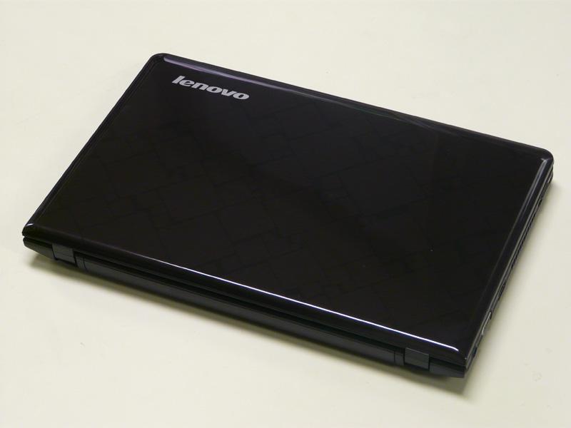 トップカバーのデザインは「ダークパープル」。ブラックに近い雰囲気だ