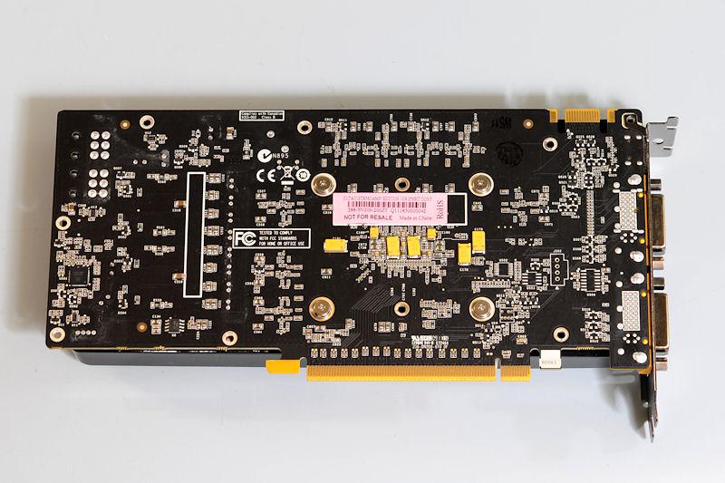 【写真2】裏面にメモリチップの実装はなく、表面に1GbitのGDDR5を8枚搭載している