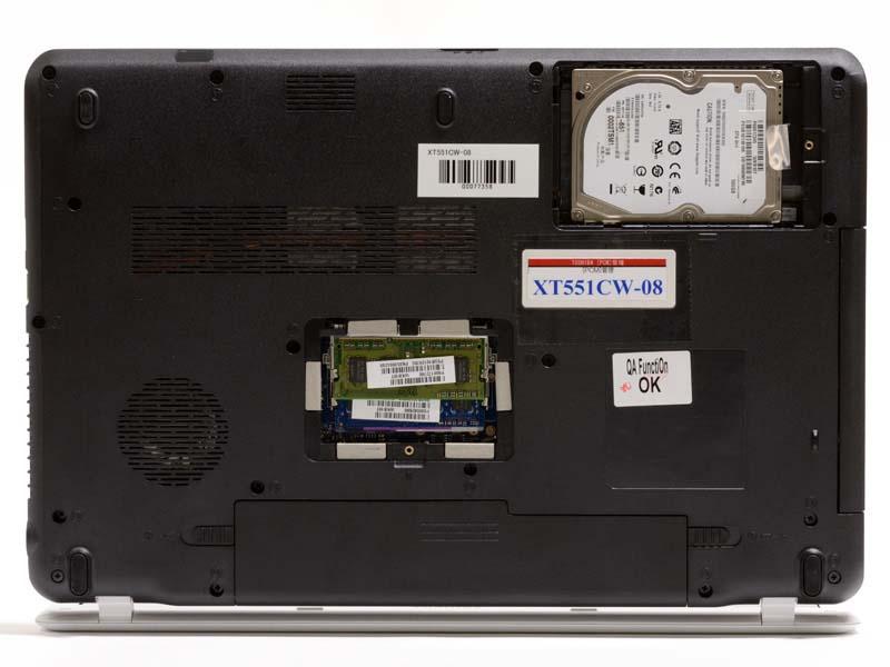 各パネル、ネジ一本外すとメモリやHDDにアクセスでき、メンテナンス性は高い