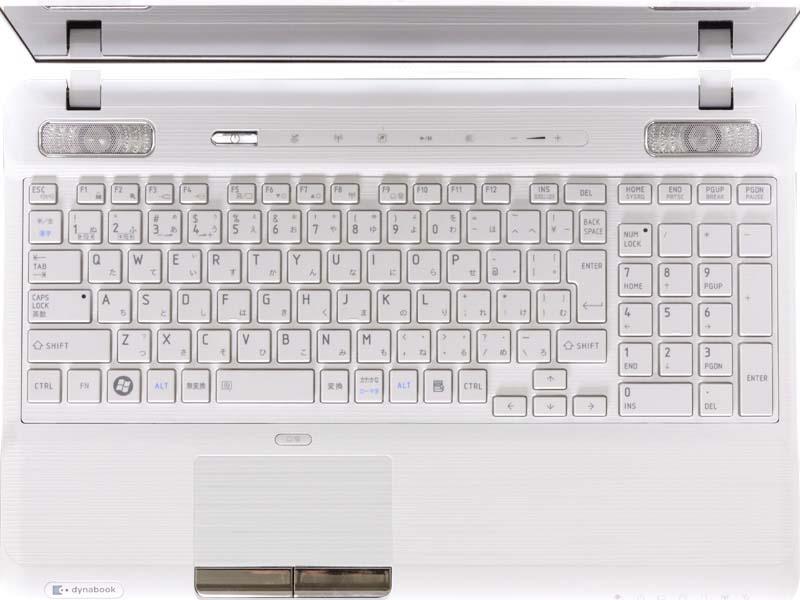 アイソレーションタイプのキーボード。上にharman/kardonステレオスピーカーや電源、ECOボタンなどが並ぶ
