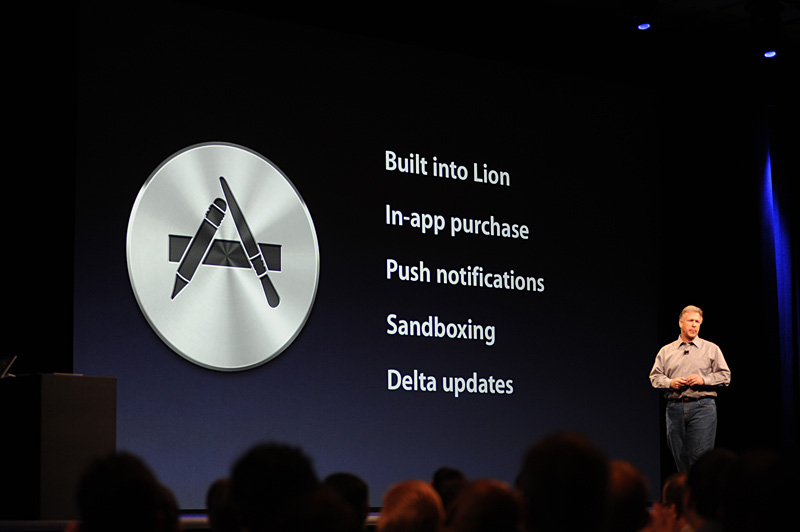 Mac App Storeの概要。Lionに統合されるほか、アプリケーション内課金も採用する。おそらくこれは各アプリケーションのメジャーバージョンアップへの布石にもなる。マイナーバージョンアップは差分により行なわれ、プッシュ通知によりアップデートがあることが知らされる