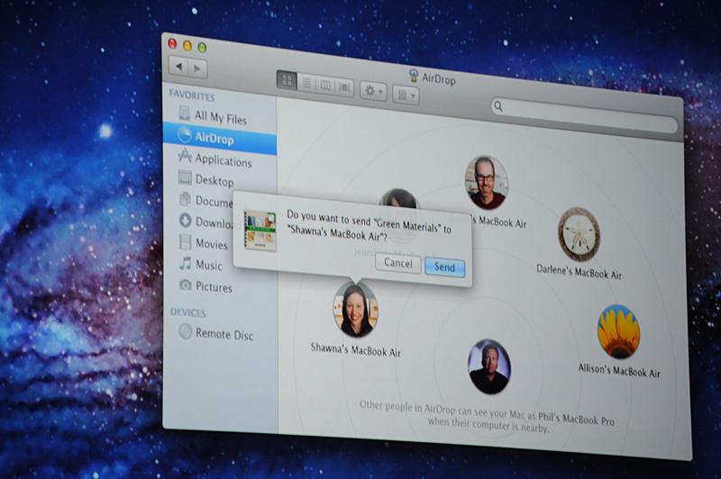 AirDrop。Wi-Fiエリア内にいるユーザーに送りたいファイルをドロップする