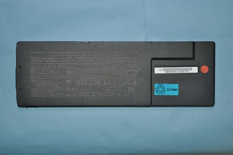 VAIO S(SA)の標準バッテリ。薄型のリチウムポリマー電池を採用