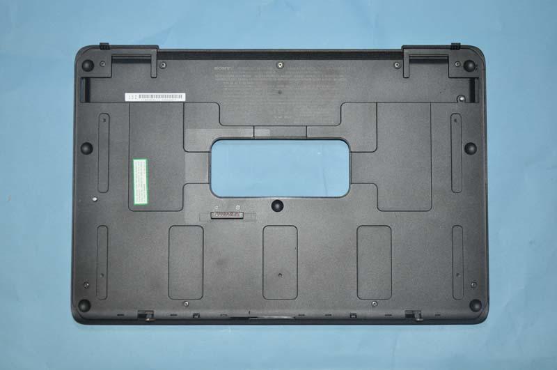 オプションの拡張バッテリ。本体の底面に装着する。拡張バッテリも、標準バッテリと同じ11.1V/4,400mAhという仕様だ