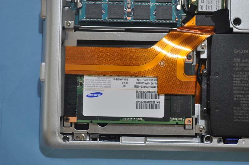 ストレージはHDDやSSDを選択できる。試用機には256GB SSD(64GB×4のクアッド構成)が搭載されていた