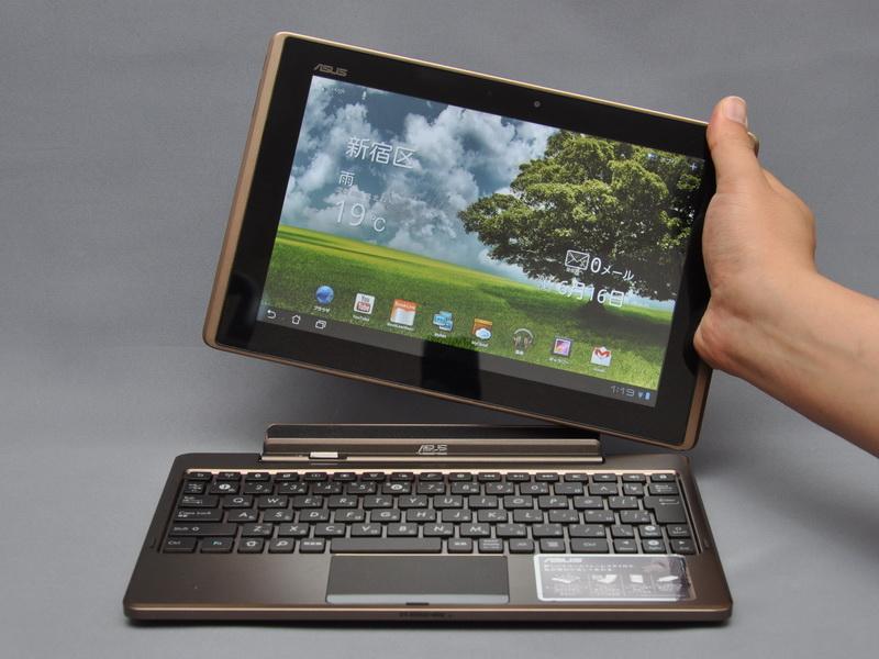 このように、タブレット本体とモバイルキーボードドックは自由に着脱可能