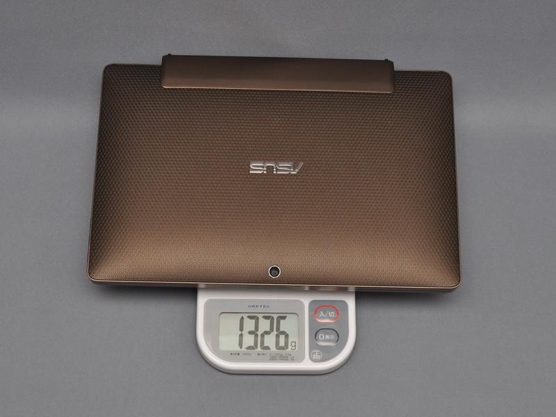 モバイルキーボードドックを取り付けた状態での重量は1,326gとかなり重くなる