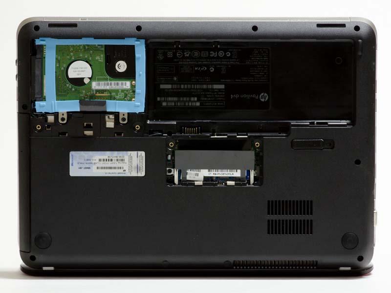 裏面。それぞれネジ2本外すとメモリ、HDDへ簡単にアクセスできる。メモリは4GB×1で1スロット空き