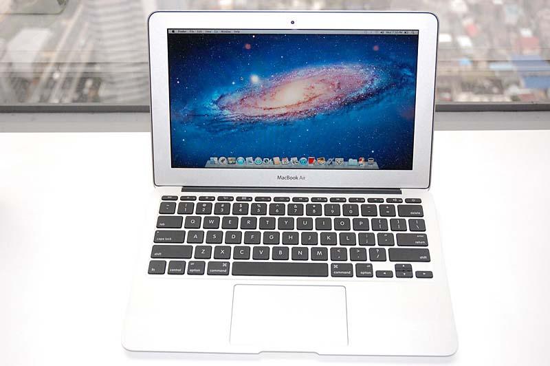 Lionがプリインストールされている11.6型の新MacBook Air