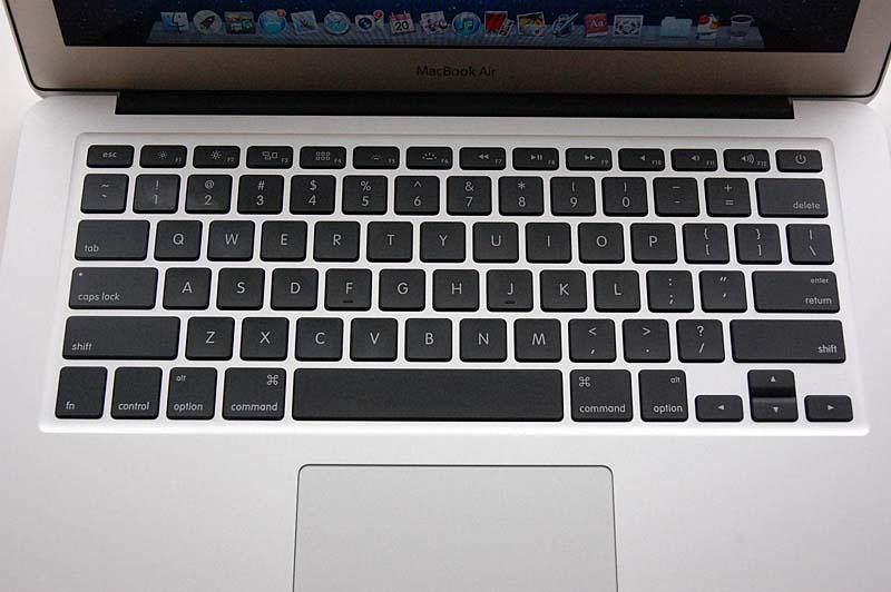 13.3型の新MacBook Airのキーボード。ファンクションキーが前モデルと異なりLion対応となっている