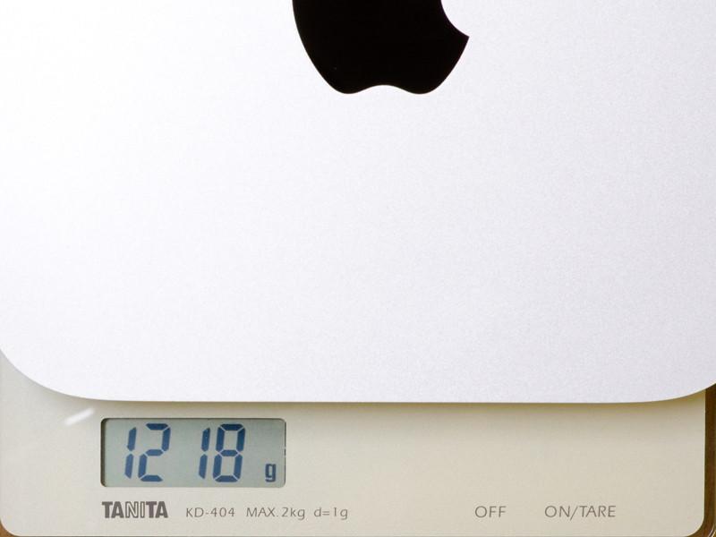 重量。実測で1,218g