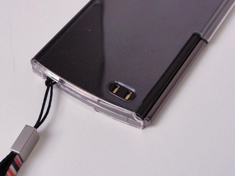 卓上ホルダの充電端子部も空いているので充電可能