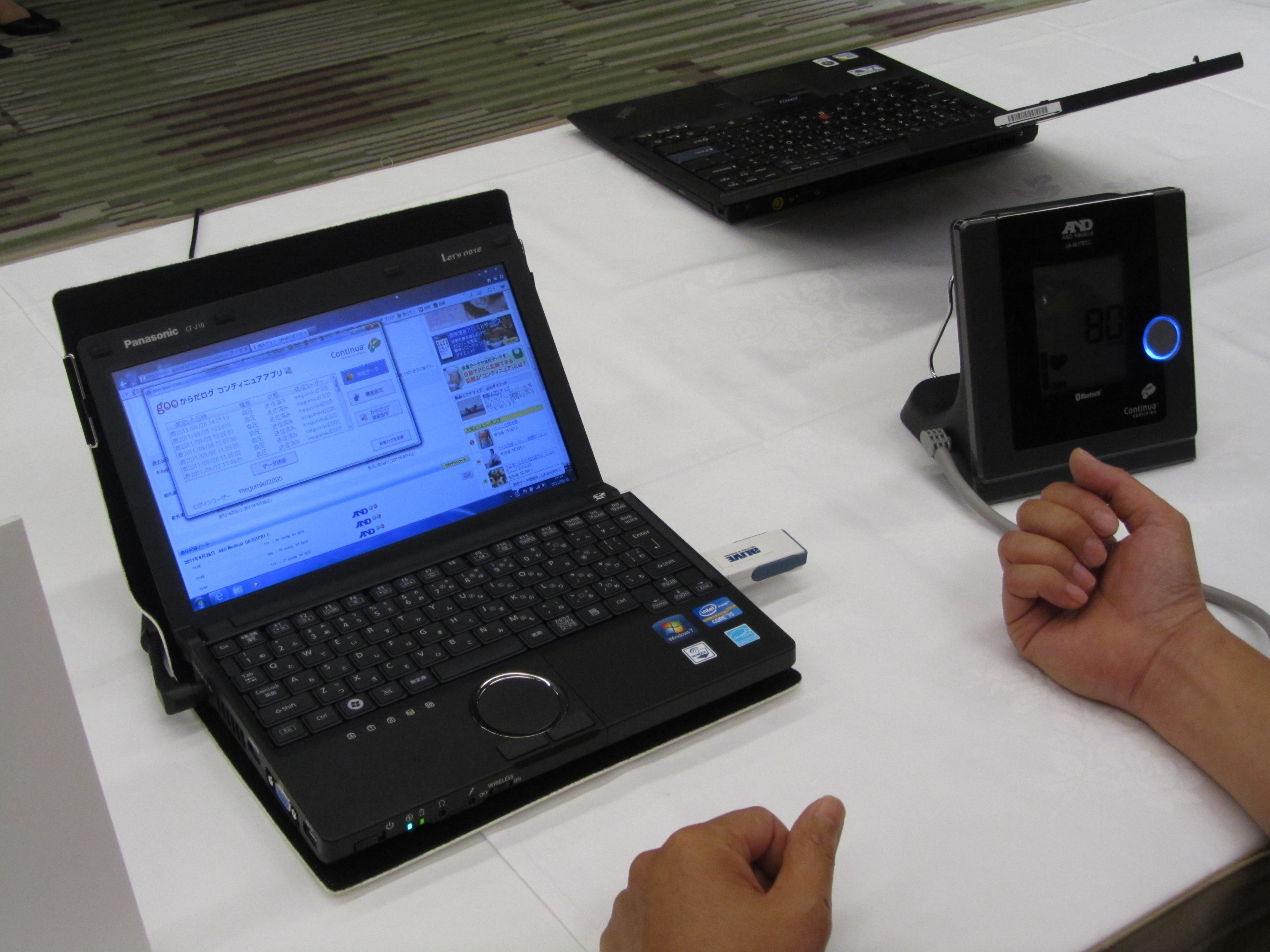 PCヘルスケアへの取り組みとしての第1弾として、コンシューマが購入可能なレベルの、PCと連動可能な血圧計