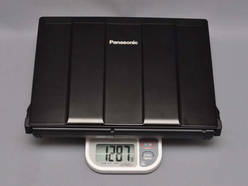 本体重量は、実測で1,287gと1.3kgを下回っている