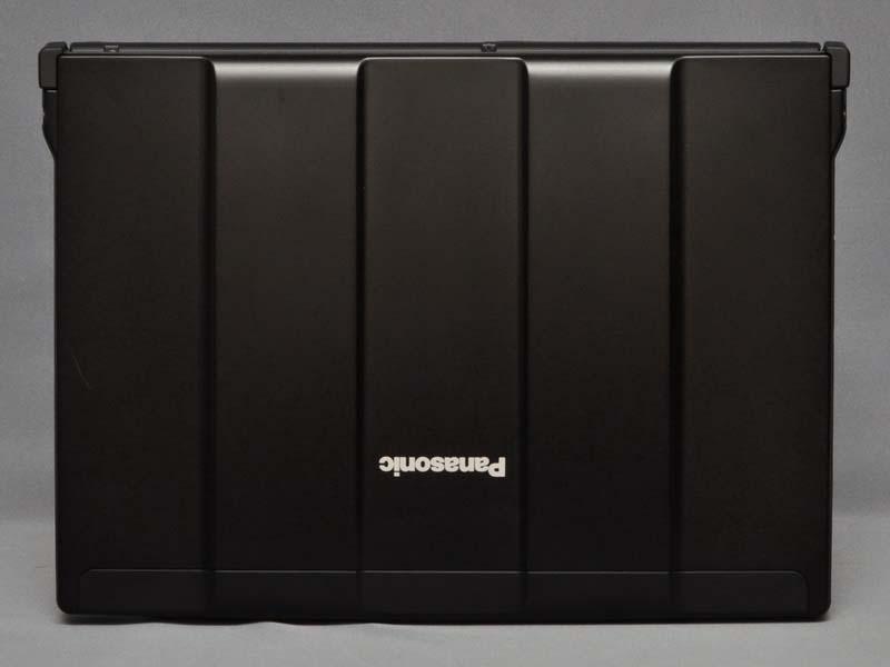 天板部分、従来モデル同様、おなじみのボンネット構造を採用。フットプリントは282.8×209.6mm(幅×奥行き)だ