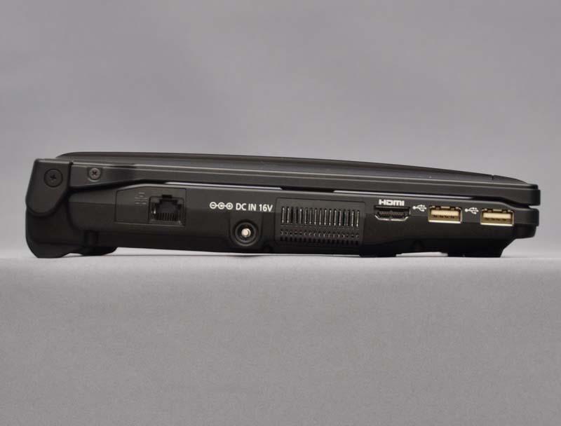 左側面。高さは23.4~38.7mmと、手前から奥に向かって厚くなっている