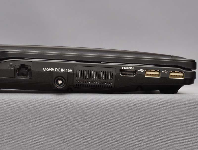 左側面には、Gigabit Ethernet、電源コネクタ、HDMI出力、USB 2.0×2ポートを配置