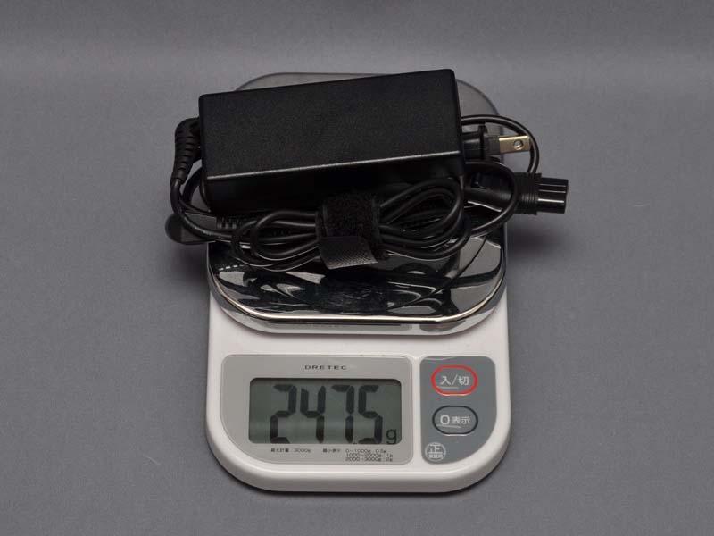 ACアダプタの重量は電源ケーブル込みで247.5gだった