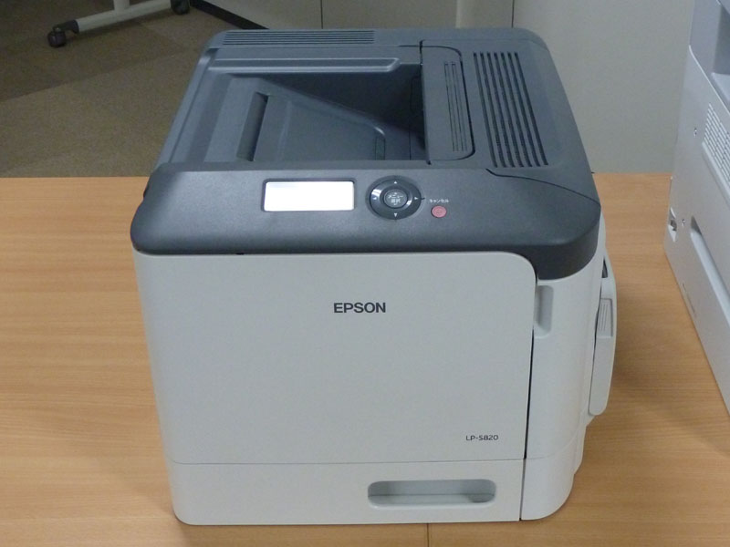 LP-S820。ツートンカラーのシンプルなデザイン