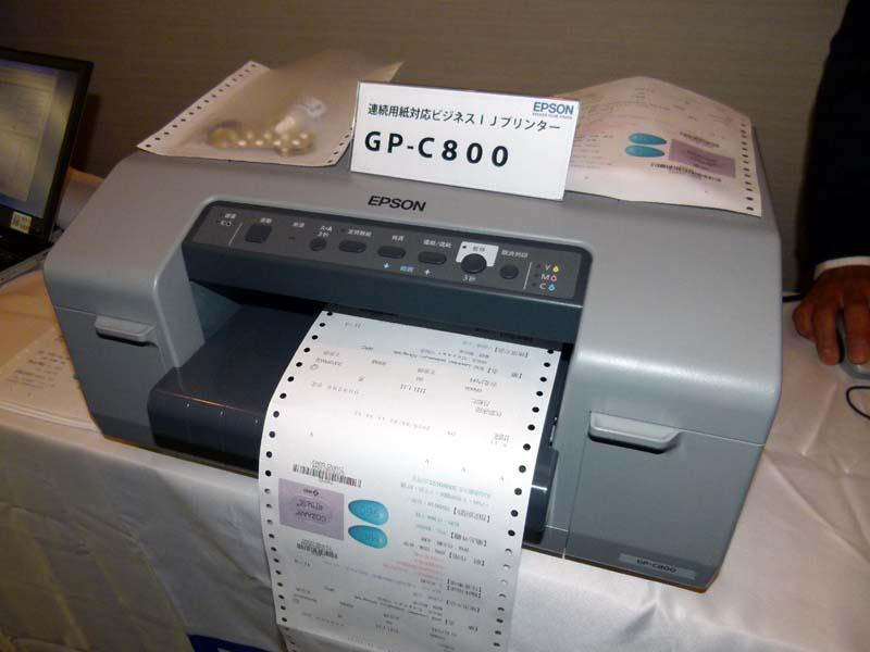 台湾向けに出荷している連続用紙対応プリンタ。個別対応する薬袋を印刷している
