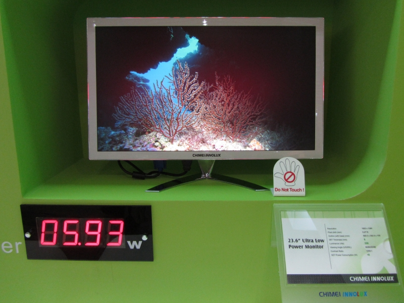 Chimei Innoluxの超低消費電力の23.6型液晶。6W以下で稼働している