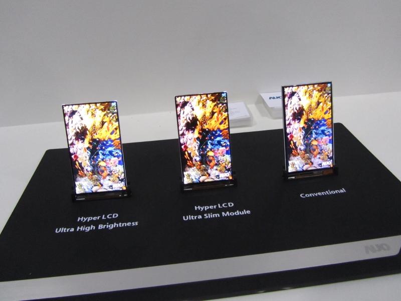 AUOの狭額縁モバイル液晶ディスプレイの従来品との比較