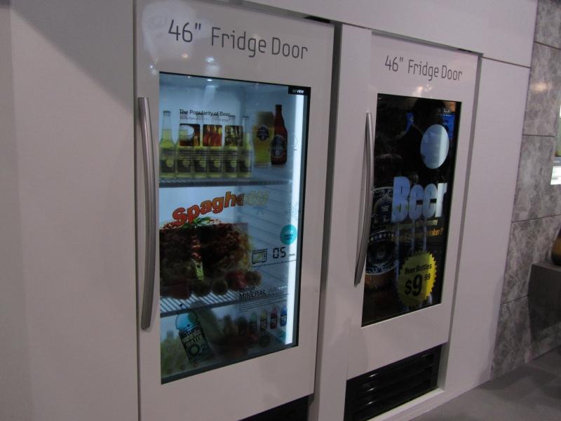 Samusungの透過型ディスプレイを応用した冷蔵庫ドア