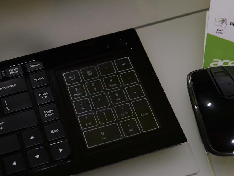 キーボードの右端のタッチパッドは、表示機能があり、テンキーに切り換えられる