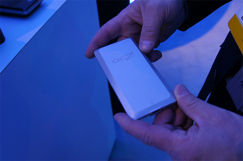 OCZの外付けSSD。インターフェイスはThunderboltが1基(撮影:笠原一輝)