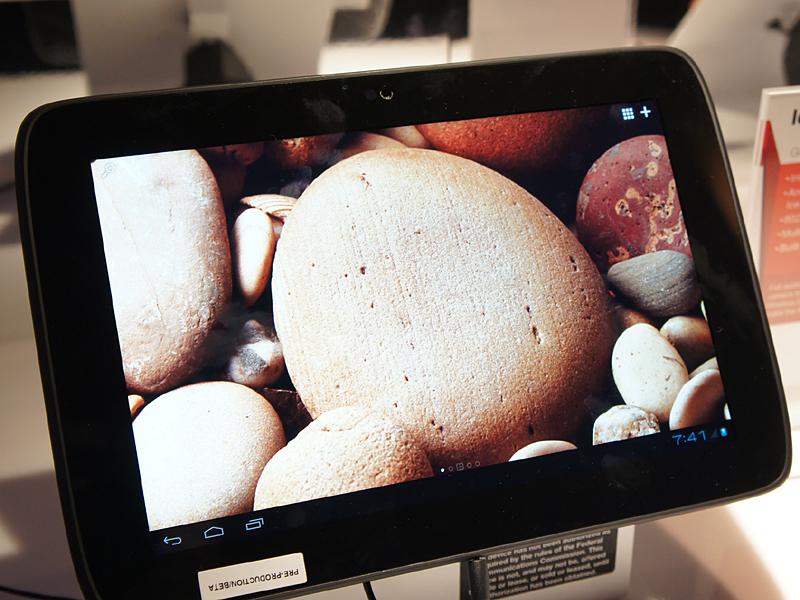 LenovoのIdeaTab K2110は中国市場向け10型タブレット。Atom Z2460(Medfield)を搭載している