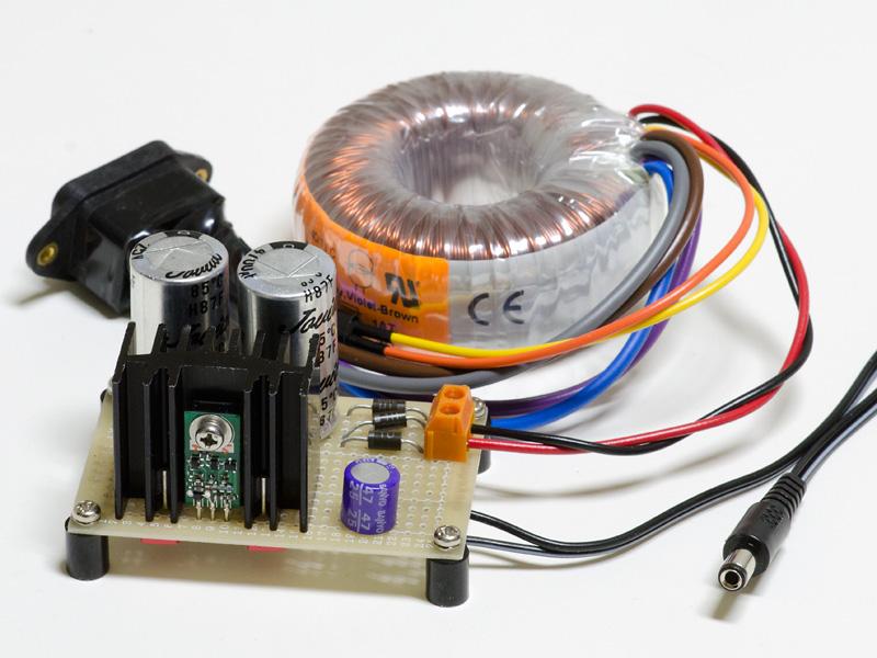 FIDELIXの+15V 3端子レギュレータを使った電源。これも教科書通り。裏にパスコンとしてWIMAの0.1uFを最短距離でINとOUTに入れている