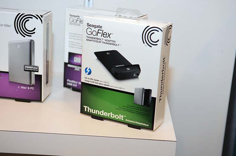 SeagateはInternational CESでも展示されていたGoFlex用のThunderboltアダプタとそのパッケージなどを展示した