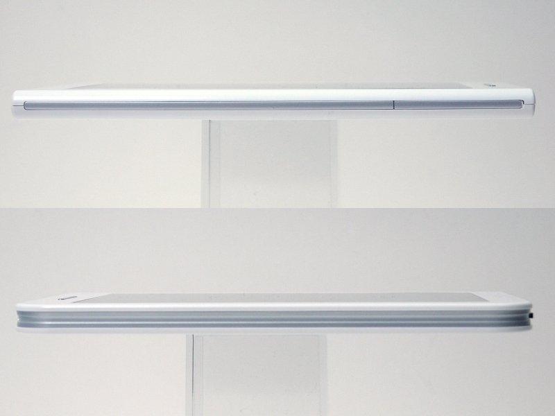 左側面(上)は、カバーに覆われたmicroSDスロットがあるほかは端子類はない。右側面(下)は端子類はない