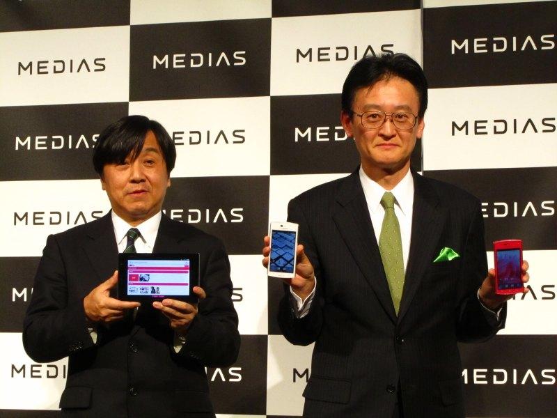 TABを持つ西大和男氏(左)とESを持つ田村義晴氏(右)