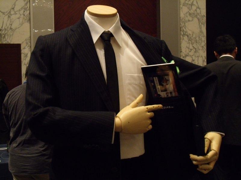 上着のポケットに収まるサイズ