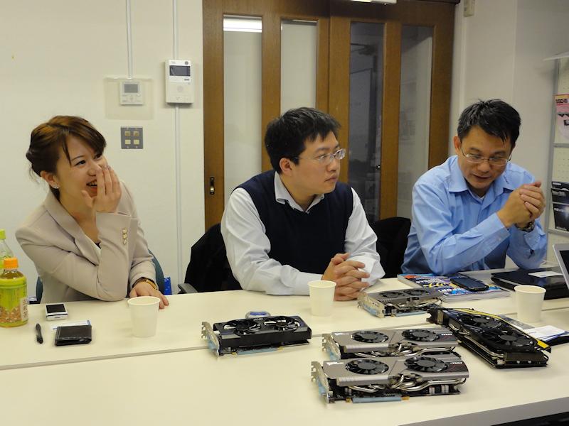 アジアパシフィックMultimedia Sales Department Section ManagerのVickie Yu氏(左)とエムエスアイコンピュータージャパン株式会社営業部部長の陳明期氏(中央)も同席した