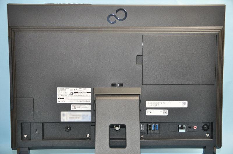 ESPRIMO FH56/HDの背面。中央にアンテナ入力端子が用意されている