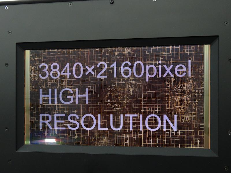 3,840×2,160ドット表示対応13.5型有機EL