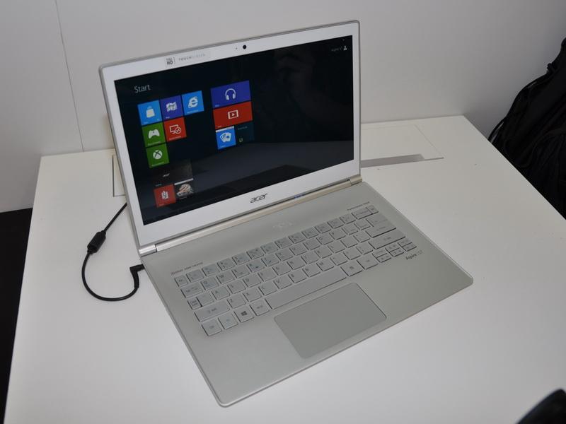 13.3型フルHDタッチパネル液晶搭載Ultrabook「Aspire S7 13.3-inch Model」。重量は約1.3kg、12時間のバッテリ駆動が可能