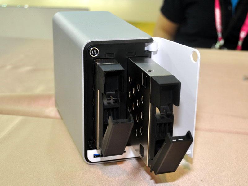 3.5インチHDD対応のHDDベイは2個用意され、双方ともホットスワップ対応。また4TB HDDにも対応し、最大8TBの容量を実現可能