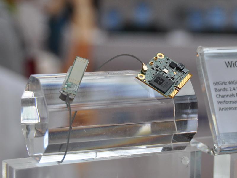 WiGig対応のハーフサイズのMini PCI Express。イスラエルのWilocityが開発したコントローラを搭載。またIEEE 802.11a/b/g/nもサポート